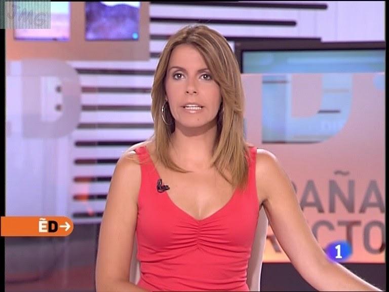 PILAR GARCIA MUÑIZ, Camiseta rosa escotada, guapisima (24.08.10) (RESUBIDO)