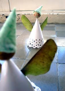 http://2.bp.blogspot.com/-q4iEBPyCcRk/TsV6ENymBDI/AAAAAAAACSc/Zpw8JlV-L_Q/s400/hada+de+oton%25CC%2583o+herbst+elfe+autumn+elfa+fairy+manualidad+craft+basteln.jpg