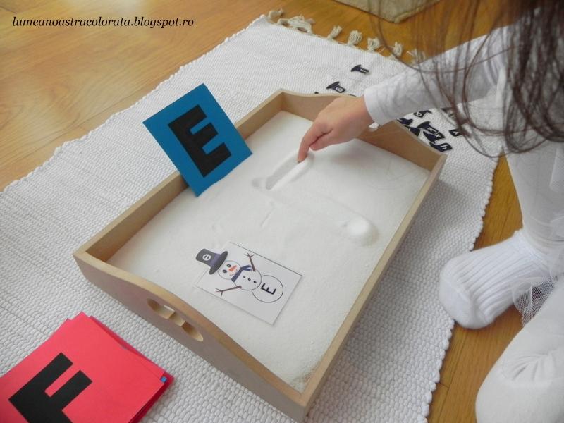 Trasăm literele în taviţa cu sare - activitate Montessori