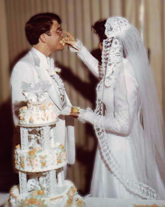 We had taken special time choosing our wedding cake for that day