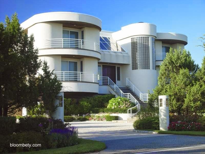 Residencia estilo Moderno fachada a la calle