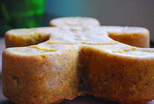 Ciastek marchewkowy z anansem i wiórkami kokosowymi