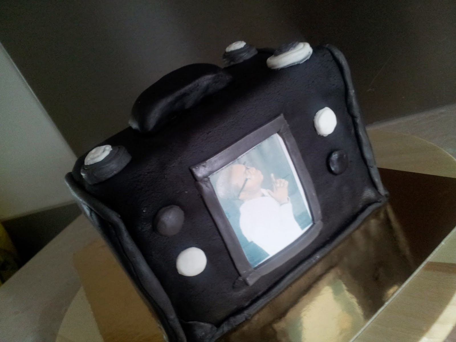 la p tisserie de brunette g teau forme appareil photo num rique. Black Bedroom Furniture Sets. Home Design Ideas