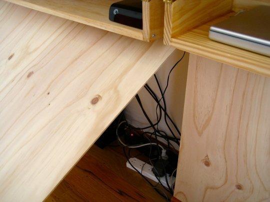 Schreibtisch als wandbefestigter Klapptisch im Wohnzimmer bzw. Schlafzimmer - Selbermachen-Tipp für Fortgeschrittene