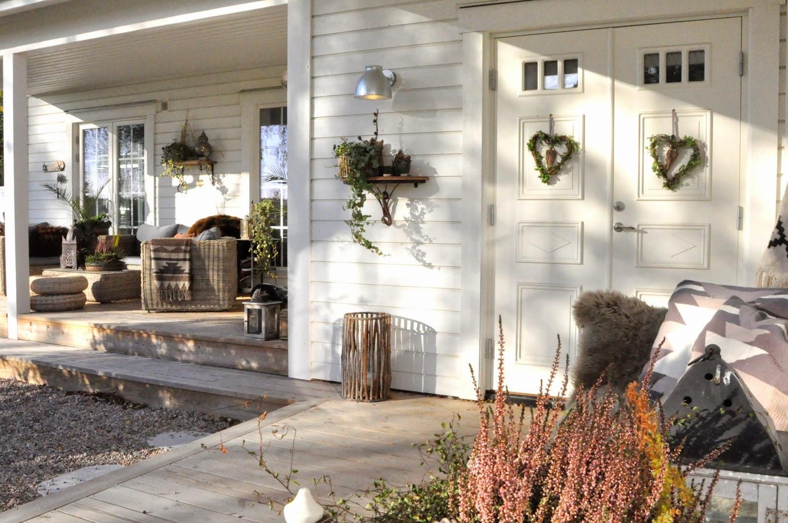 Den vita drömgården: utomhus