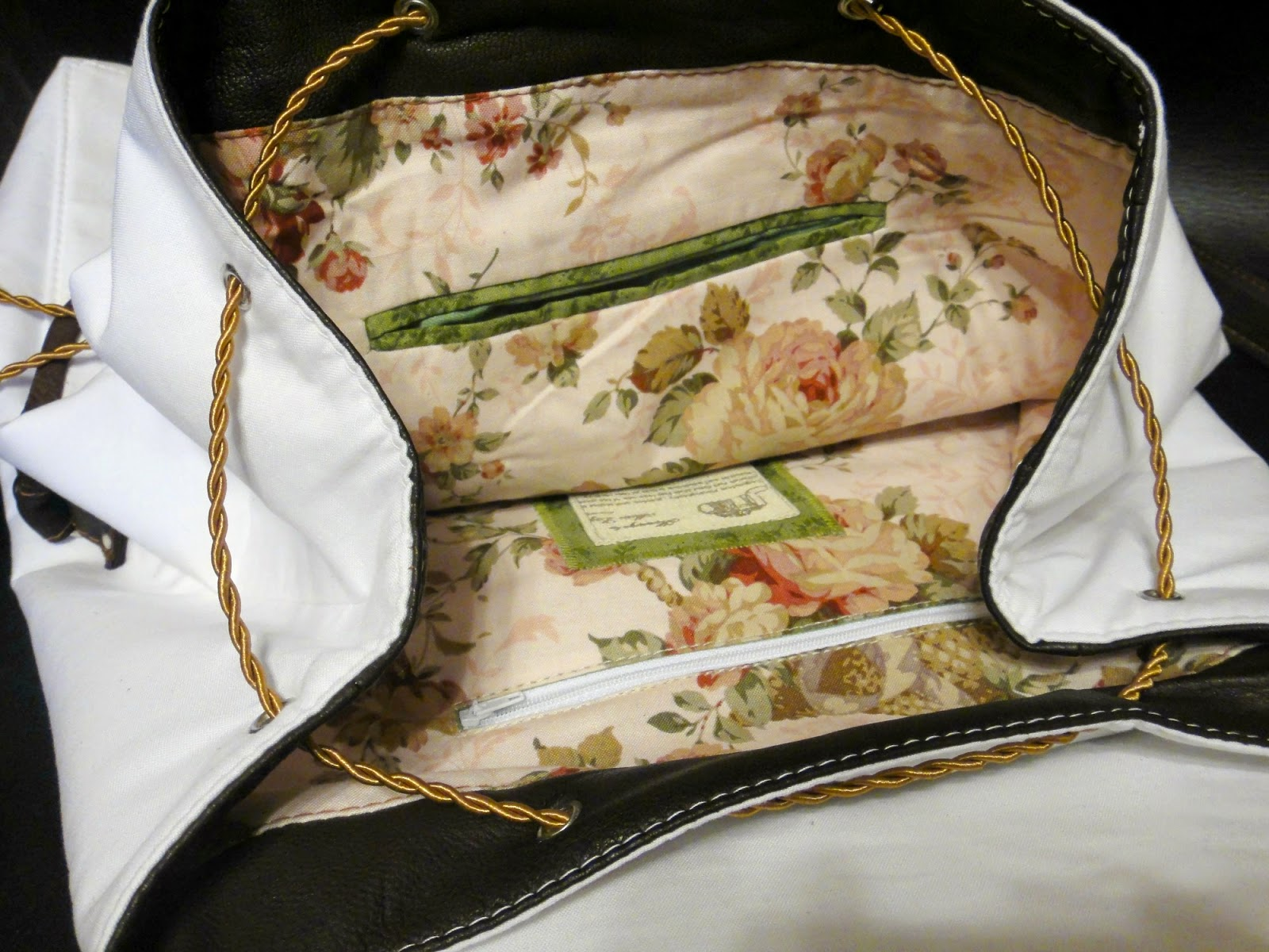 Рюкзак в шебби стиле: белый, коричневый и розы