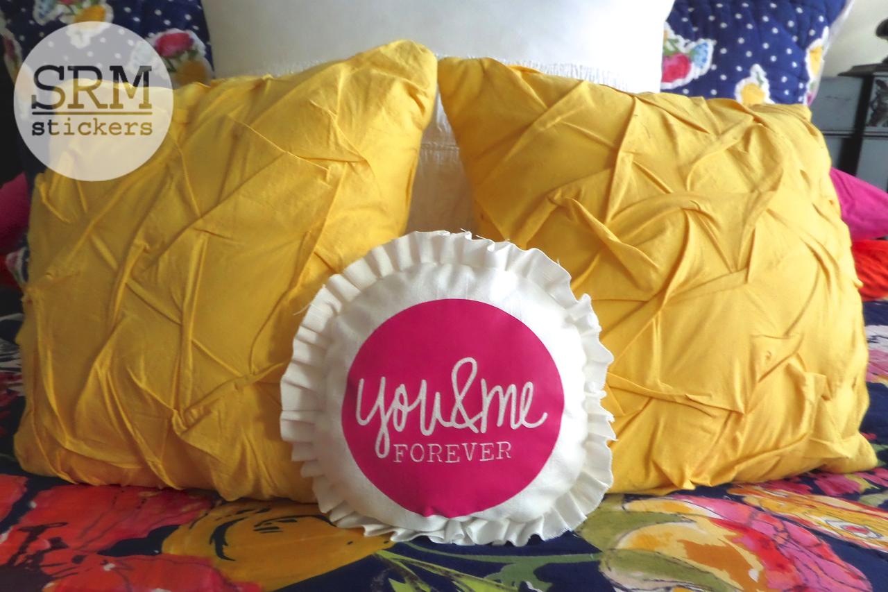 SRM Stickers Blog - Heat Transfer Pillow by Annette - #heattransfervinyl #vinyl #homedecor #diy