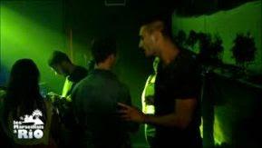 Romain drague en boîte pendant que Kim le surveille ! #LesMarseillaisàRio