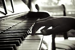 Eres como la musica , te siento pero no puedo tocarte.