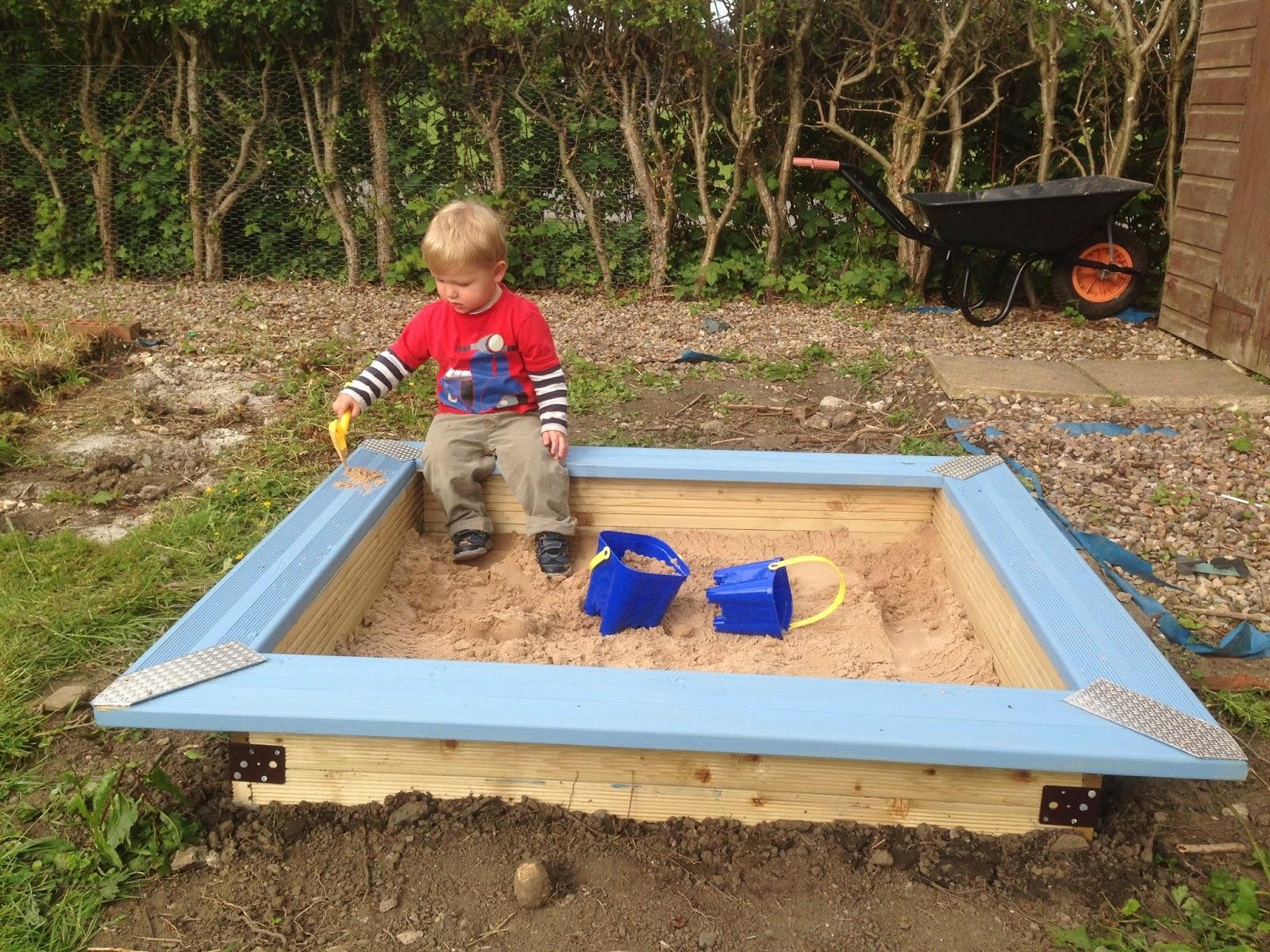 How to Build a Children's Sandpit | B&Q DIY Challenge ...