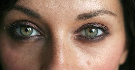 corail aux joues blog maquillage beaut comment maquiller des yeux verts. Black Bedroom Furniture Sets. Home Design Ideas