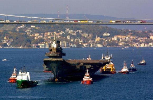 Varyag melewati Selat Bosphorus