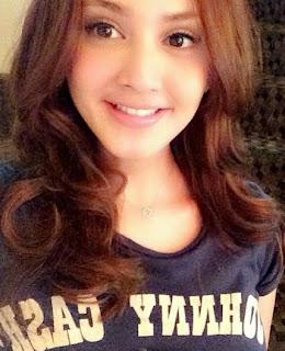 3 Gambar Selfie Nur Fathia Yang Agak Gedik