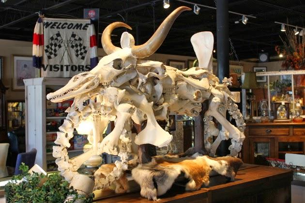REPLIKA motosikal yang diperbuat daripada tulang haiwan.