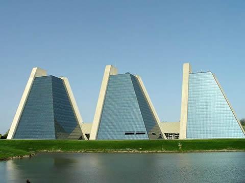 Alicia AGP Benya: Edificios geométricos.