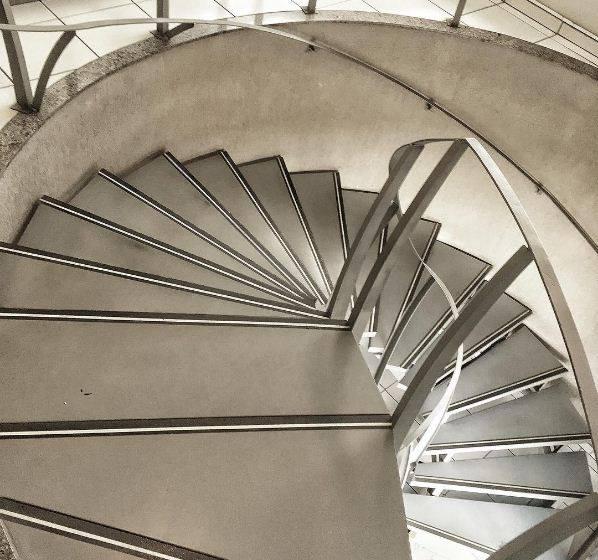 Escada em Aço Laminado Cosicor 400 - Construção concentrica helicoidal, estrutura auto portante