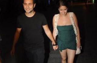 hazal-kaya-sarp-bozkurt-together-husband-nights-shorts-legs
