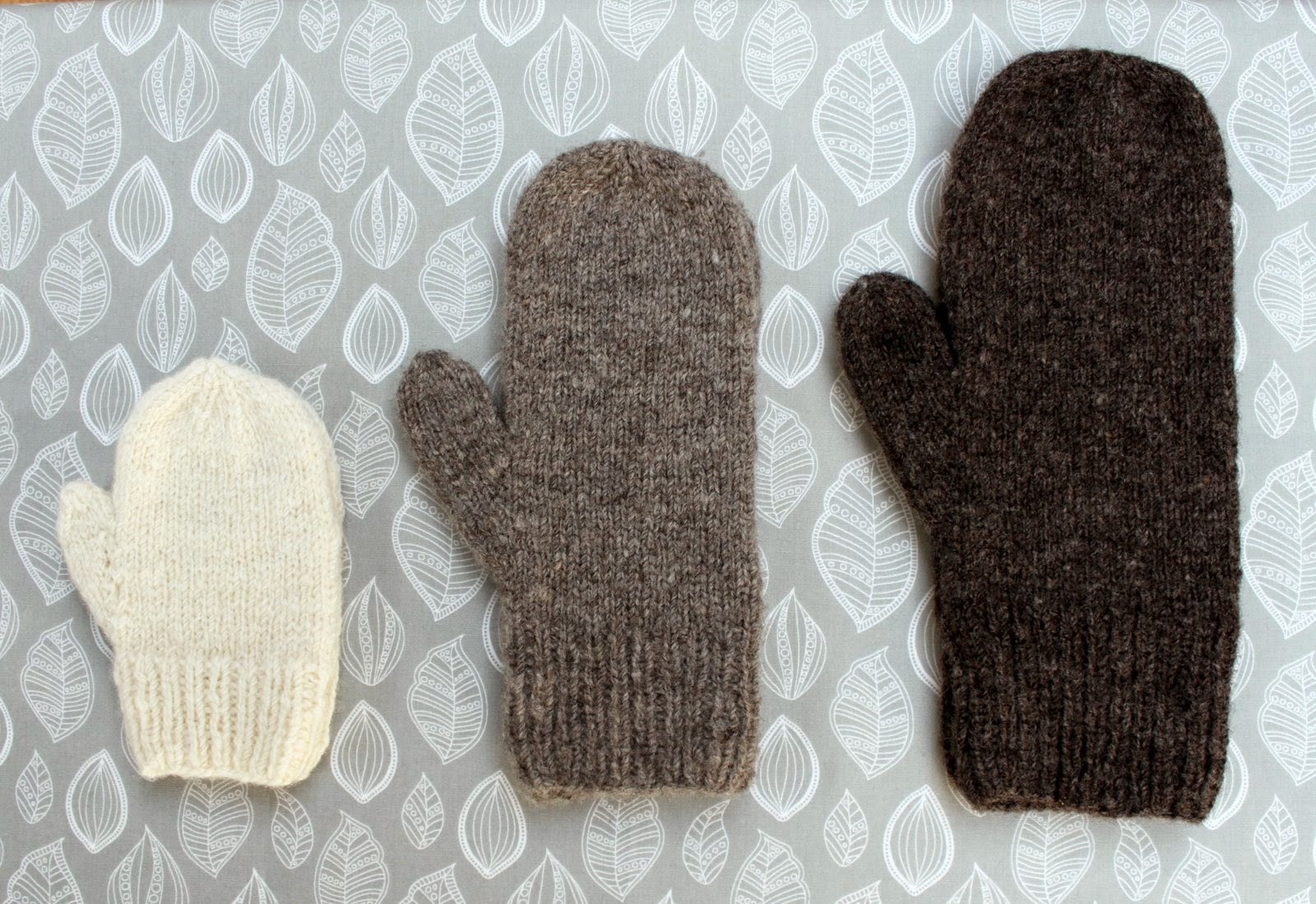 Knitting Patterns For Scarves And Mittens : Hand Knitted Things: Hat Mittens and Scarf