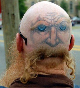 Tatuaje en la Cabeza Calva