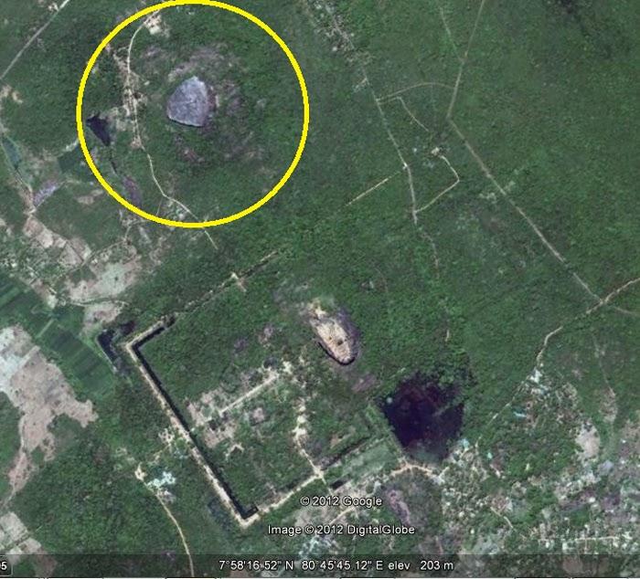Фото скалы Пидурангала из космоса, Гугл Земля, фотография Сигирии Google Earth, Львиная Скала