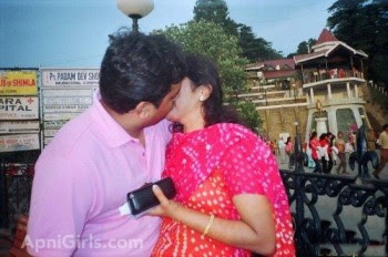 Dhaka girl with her boyfriend enjoying life With Kissing3