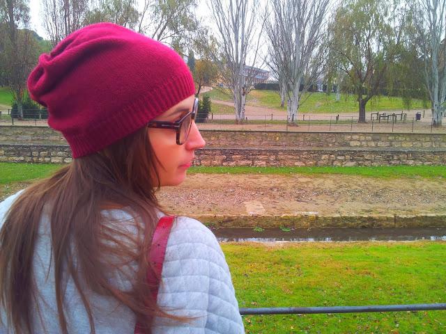 Un must esta temporada son las sudaderas, ésta es de pimkie, la falda es de ichi y el gorro de stradiviarius todo de esta temporadas otoño invierno 2013