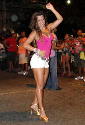 Fotos Renata Santos - Rainha de bateria Mangueira 3