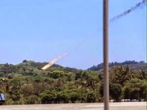8 Gambar Dan Video Dua Pesawat Pertunjukan LIMA 2015 Terhempas di Langkawi