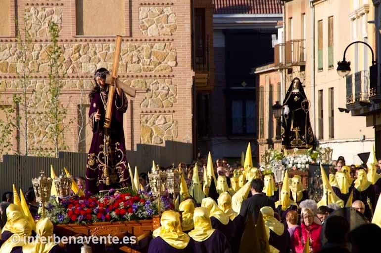 http://interbenavente.es/not/7166/emocion-en-el-encuentro-del-nazareno-y-la-dolorosa/