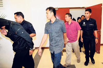 empat pegawai Jabatan Imigresen, Bahagian Perkapalan Pelabuhan Selatan, Pelabuhan Klang yang didakwa atas 59 tuduhan menerima rasuah berjumlah RM86,850