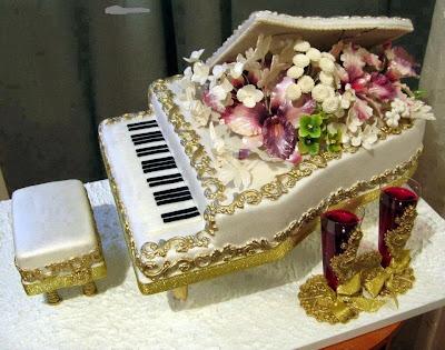 Tarta con forma de piano
