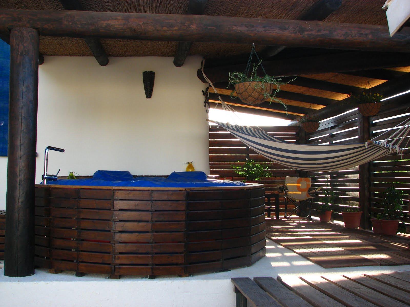 Nuestra casa de paja el patio de mi casa for Jacuzzi en patios pequenos
