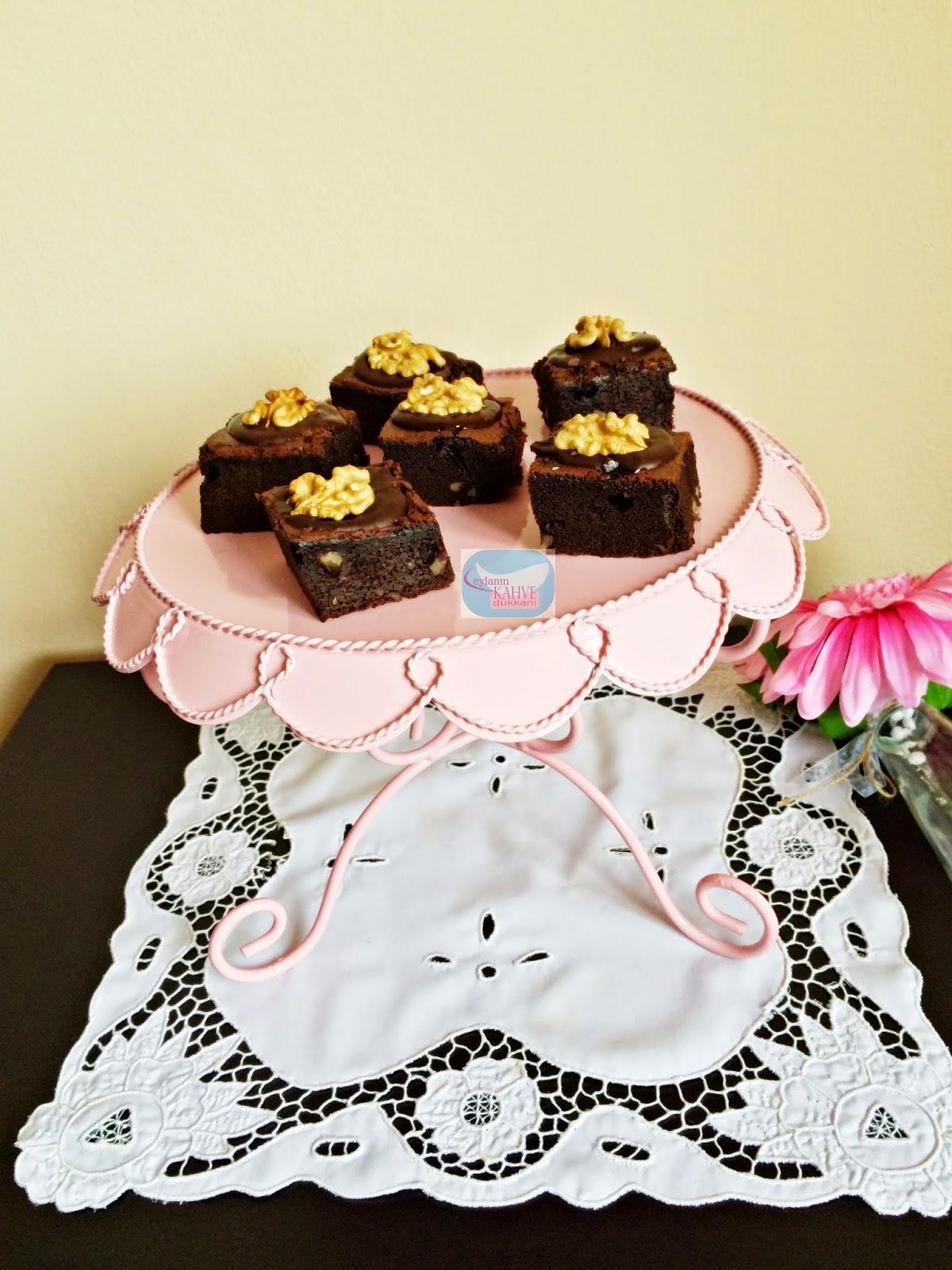 Çikolata Şöleni Cevizli Browni