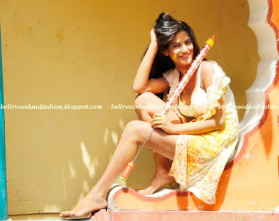 Poonam Pandey -Sexy nude legs