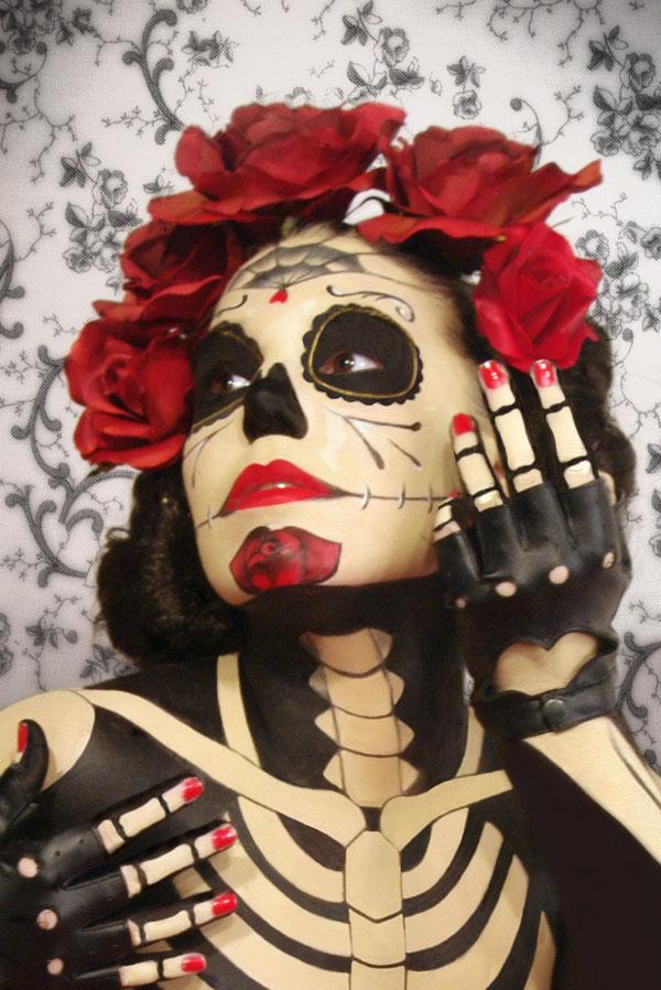con una belleza rococo, y Loli Salinas con la modelo Verónica Ponsà quien realizó un maquillaje corporal \u0026quot;Catrina\u0026quot; inspirado en las calaveras mexicanas.