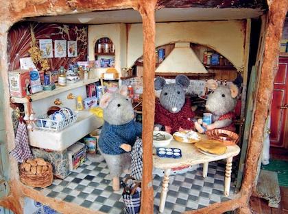 recomanem llibres infantils i juvenils la casa dels ratolins. Black Bedroom Furniture Sets. Home Design Ideas