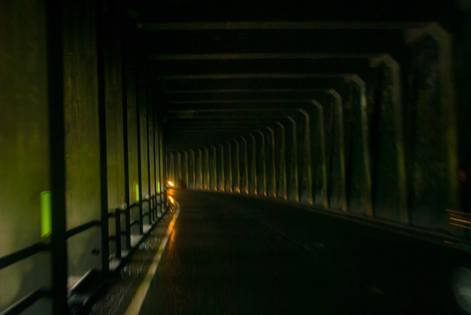 トンネル 内部