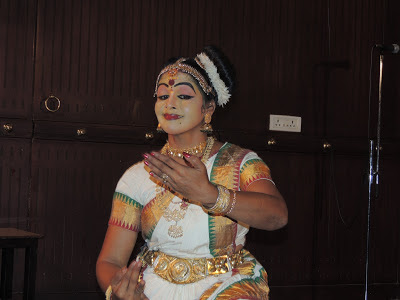 Mohiniyattam Performance