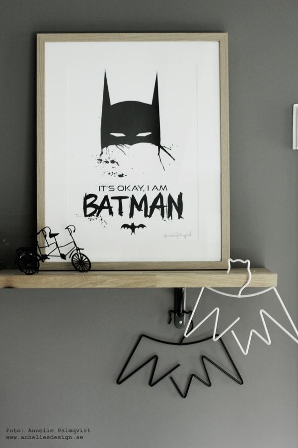 konsttryck, batman, tavla, tavlor, barntavla, barntavlor, annelies design & interior, anneliesdesign, barnrum, svart och vitt, svartvit, svartvita, poster, posters, print, prints, på väggen, klädhängare batman, hängare, galgar, galge, webbutik, webbutiker, webshop, hylla