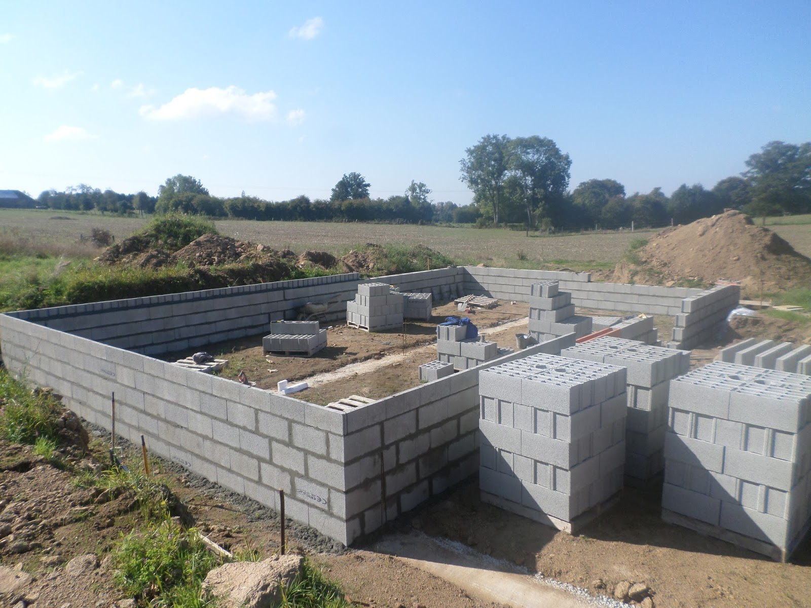 Autoconstruction basse normandie elevation des murs du for Vide sanitaire maison