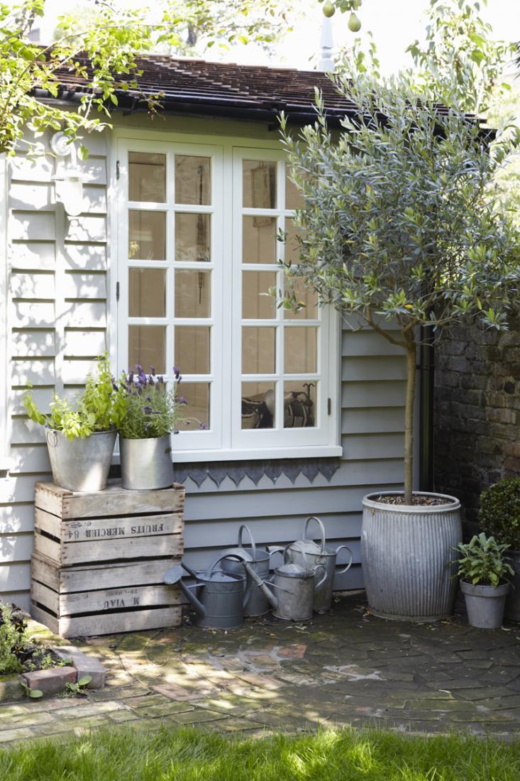Una casita de verano en el jard n etxekodeco - Casitas para el jardin ...