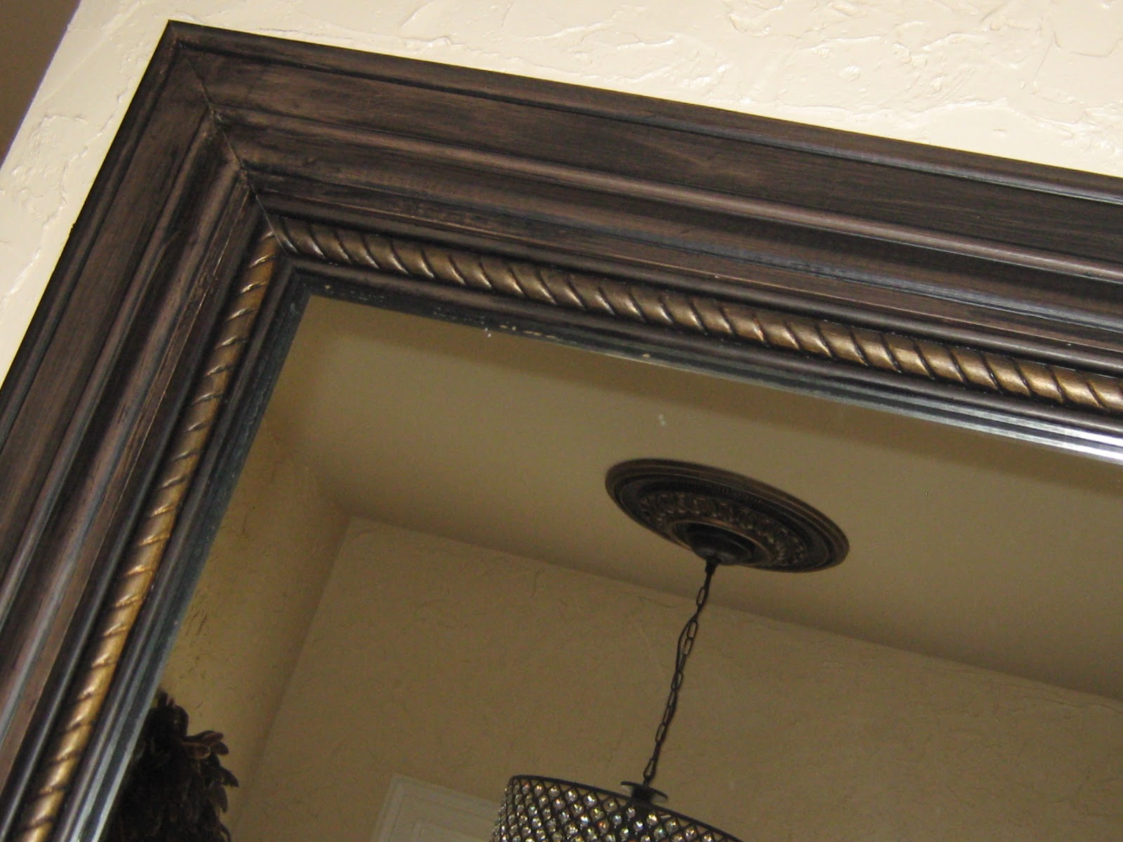 Decorative molding for mirrors