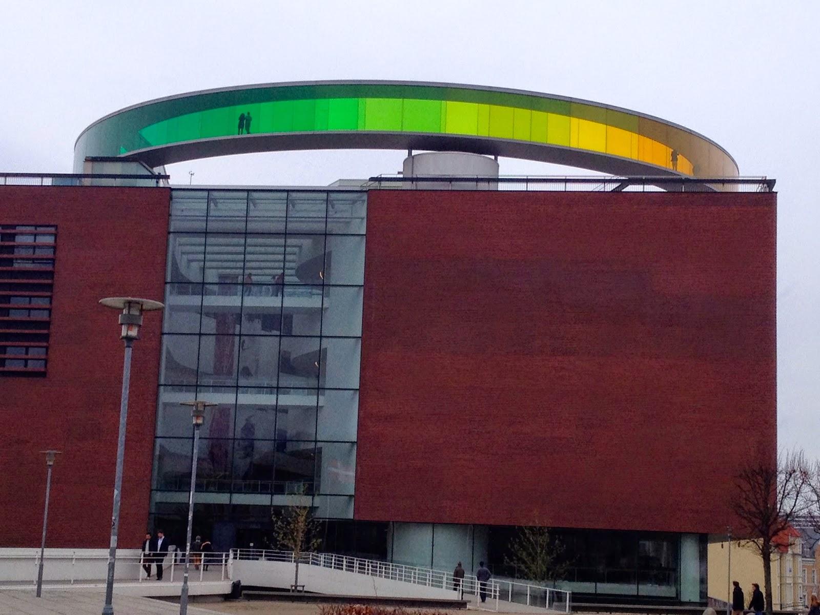 Vegg i vegg med Radisson Blu Scandinavia ligger også byens populære kunstmuseet AROS.
