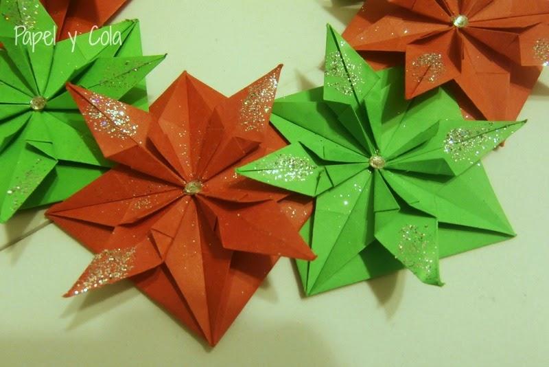 Papel y Cola - Corona navideña de origami