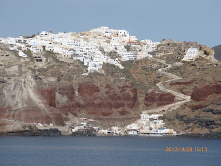 Fira town (top) and old port (bottom)