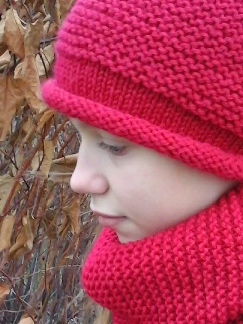вязание спицами, вязаная шапка, вязаный снуд, теплая шапочка, красный, пряжа, вязание, рукоделие, хендмейд