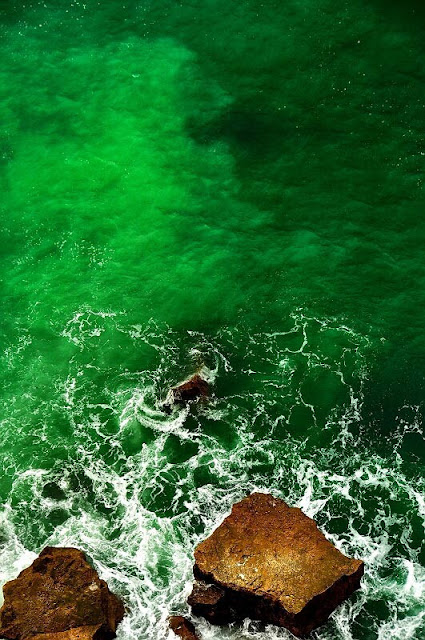 emerald green water pantone color of the year