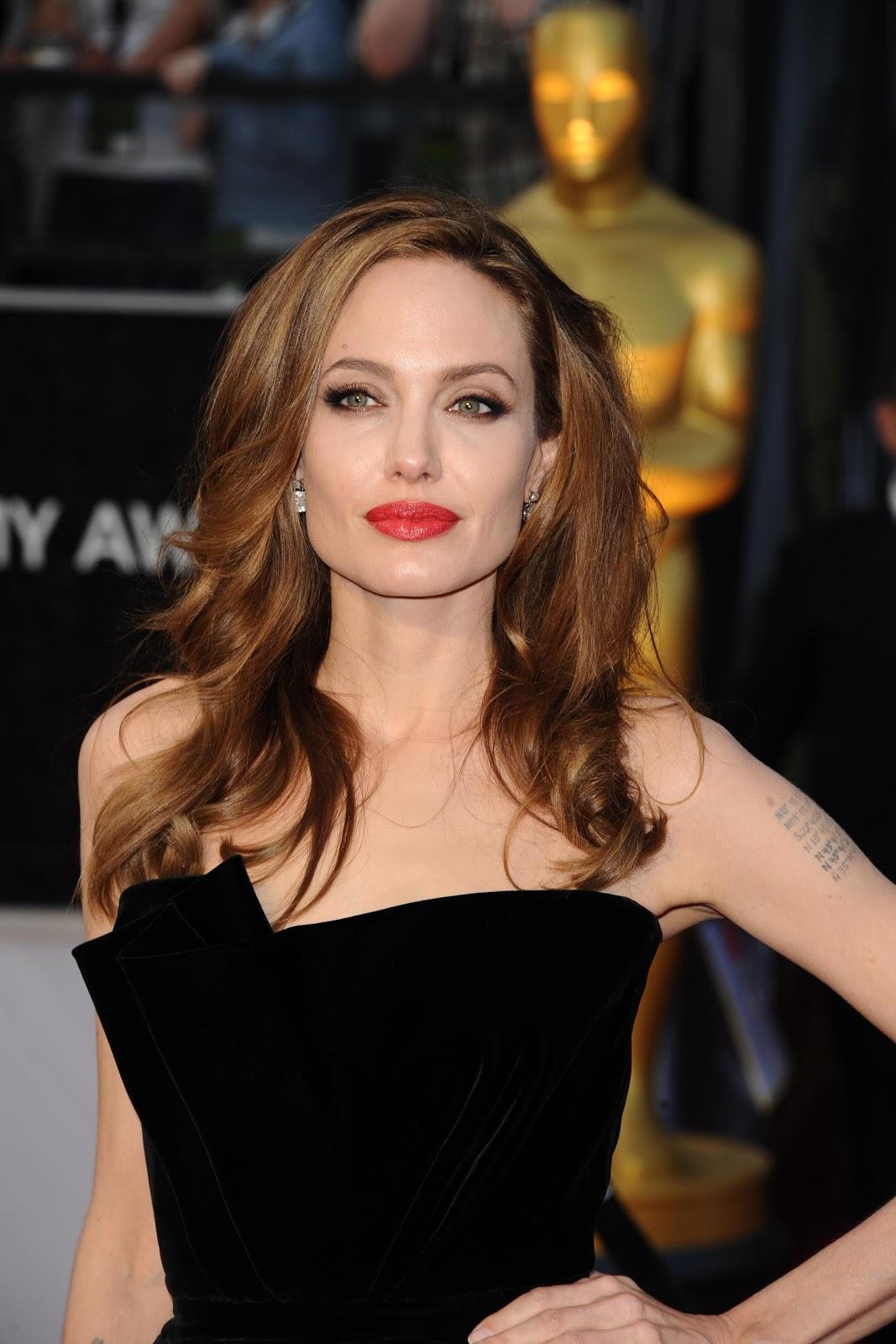 http://2.bp.blogspot.com/-qCED-h52xT0/T0sb6fjcM0I/AAAAAAAAAh8/O_Czk7gTNAs/s1600/Angelina+Jolie++StartraksPhoto.com_Worldwide+PR+Rights_Expires+Feb+26+2013.jpg