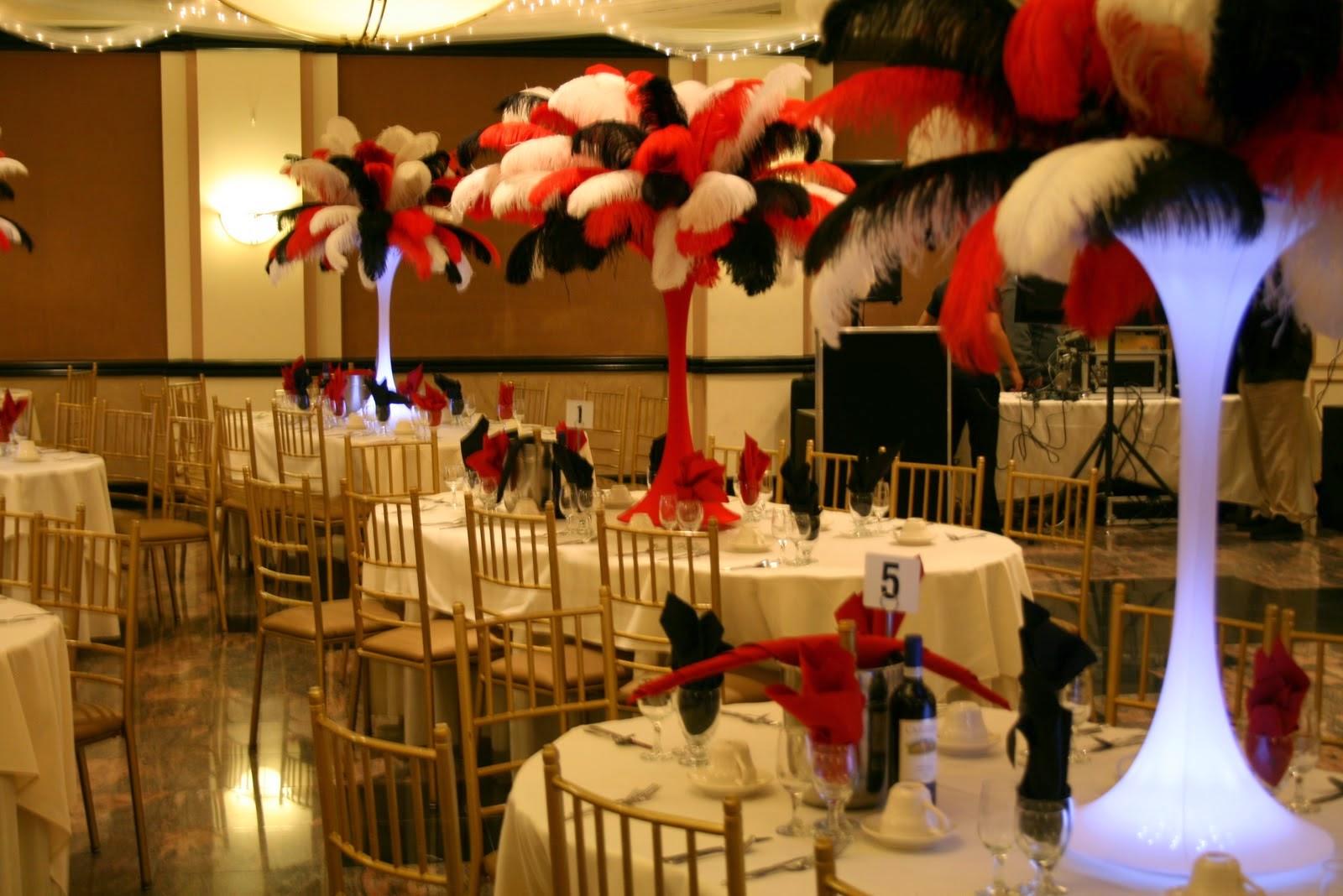 Centros de Mesa con Plumas Rojas, parte 1