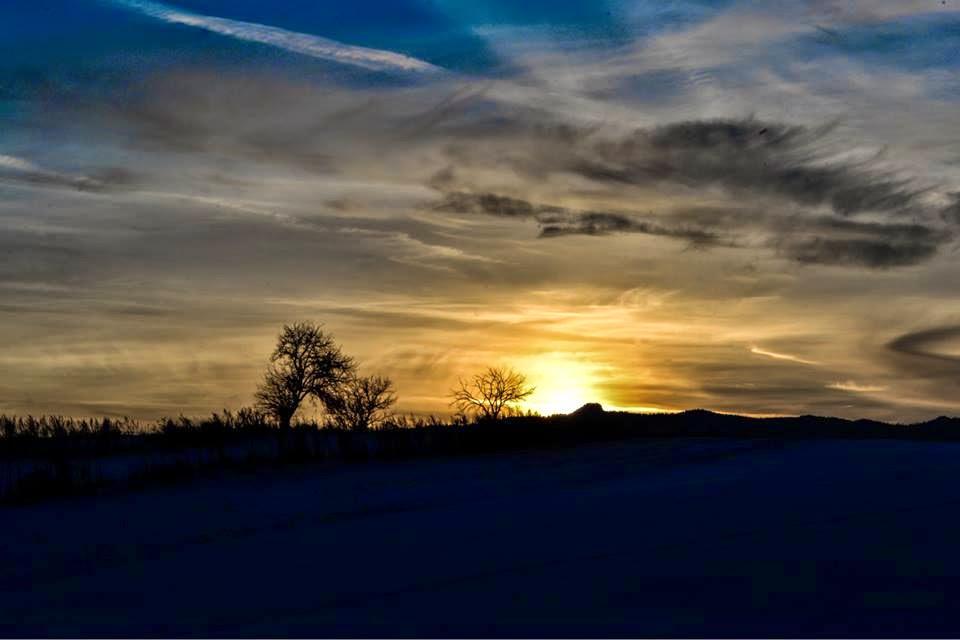 Apus de soare văzut de pe Bâtcă, la Subcetate. Foto: Iulian Cotfas